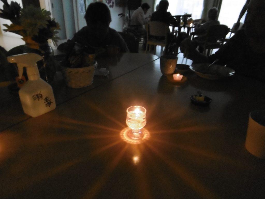 6月はアロマキャンドルを作り、夕食を召し上がりました。